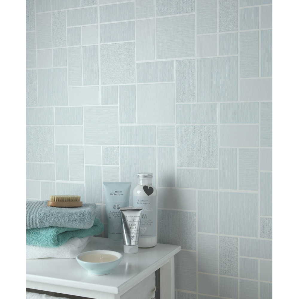 Glitter bathroom wallpaper